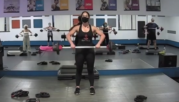 Indoor BODYPUMP class with masks